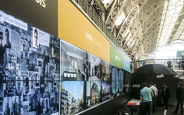 non touch video wall for soluis